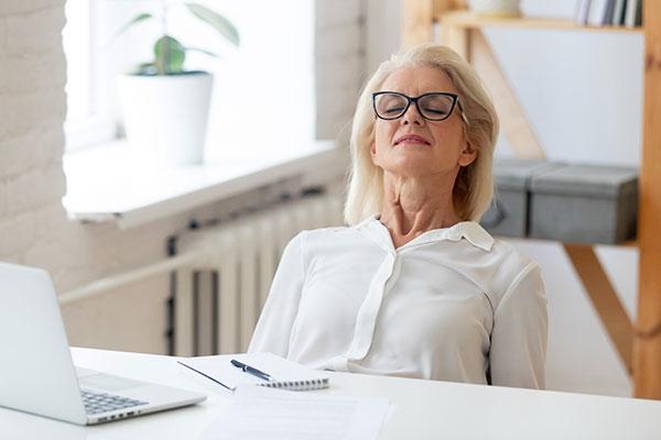 skrb za oči vključuje tudi počitek za računalnikom